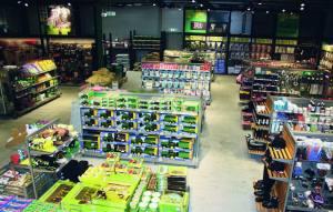 NYÅPNING PÅ KLETT Selve butikkdelen vil bli på hele 848 m2. –Vi får nå eksponert hele vårt varesortiment på en helt annen måte enn før, forteller butikksjef ved FK Butikken på Klett, Heidi Ytrestøyl.