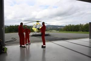 Stand-by 24/7: Et nytt crew har nettopp gått på vakt ved Luftambulansebasen på Tiller.
