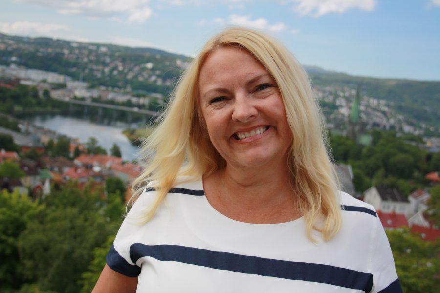 """FRA """"BITCH"""" TIL HELTIDS GLEDESSPREDER: Heidi Klefstad driver i dag firmaet """"Daglige Gleder"""" hvor hun lærer folk til å tenke positivt. Med gledesgrunderen har ikke alltid fulgt sine egne råd."""