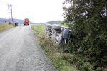 Lastebil veltet nederst i Leinbakkan (Se video)